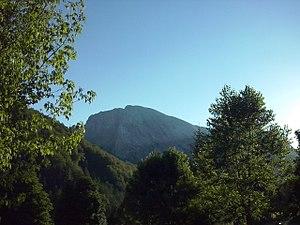 La Peña Ezkaurre desde el camping de Zuriza.jpg