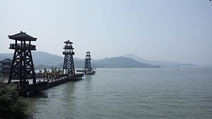 Lake Tai - Shore of Lake Tai in Wuxi's Three Kingdoms Park