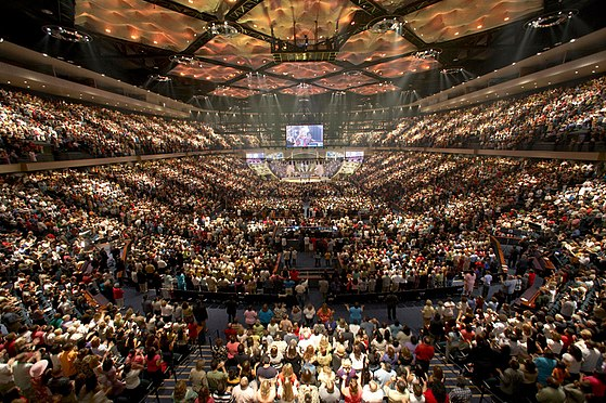 Worship service at Lakewood Church, a nondenominational megachurch, in 2013, in Houston, United States Lakewood worship.jpg