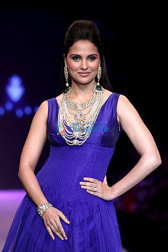 Lara Dutta - Lara Dutta walks for Birdhichand Ghanshyamdas Jewellery in 2013