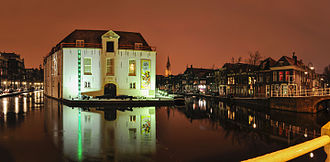 Legermuseum - The former museum building by night