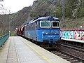 Letky, zastávka Řež, nákladní vlak.jpg