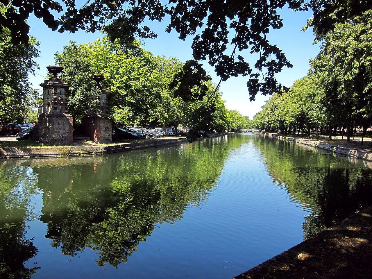 Antiguo canal de la Explanada hacia el puente de Napoleón sobre el río Deûle