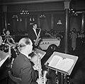 Live-muziek in restaurant Wivex waar een autoshow wordt gehouden, Bestanddeelnr 252-9157.jpg