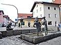 Mädchenbrunnen von 2001 des Roßhauptener Künstlers Josef Walk, Erinnerung an die Füssener Mädchenschule, an der Ritterstraße in Füssen - panoramio.jpg