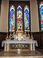 Maître-autel et vitraux du choeur.de l'église de Burnhaup-le-Haut.jpg