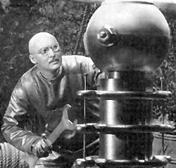 A boffin in action: Dr Alexander Thorkel (Albert Dekker) from Dr. Cyclops (1940)