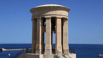 File:Malta - Valletta - Xatt il-Barriera - Siege Bell War memorial (Lower Barrakka Gardens) (1) 01 ies.webm
