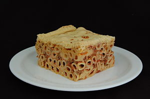 English: Maltese baked macaroni with shortcrus...