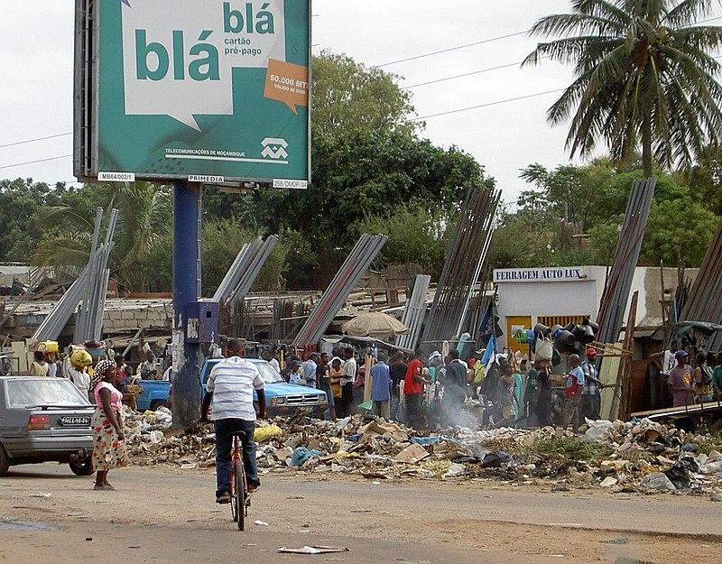 Maputo-marked Praça-dos-Combatentes Mercado-de-Xiquelene.jpg