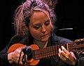 Marianela Zinna tocando el charango.jpg