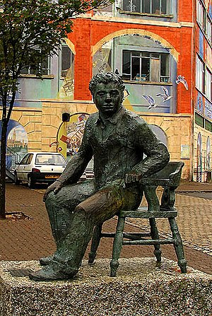 Maritime Quarter: Swansea. A statue of Dylan T...