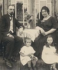 Mart Saar perega 1922.jpg