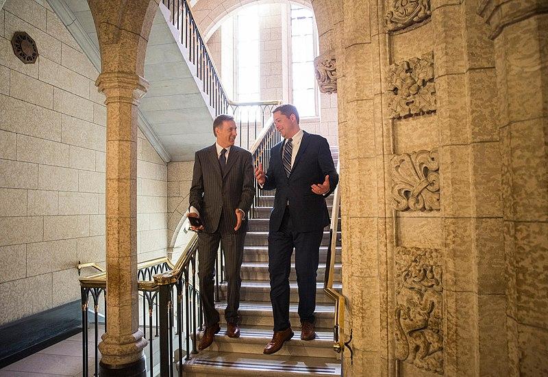 Maxime Bernier (izquierda), líder de la ultraderecha de Canadá. Autor: Andrew Scheer, 30/05/2017. Fuente: Flickr
