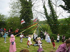 MaypoleDanceWinterbourneHoughton2006.jpg