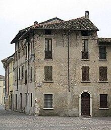 Quartiere militare esterno al Castello di Medole, con merlature ghibelline, di epoca federiciana