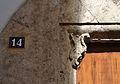 Número i mènsula, palau dels marquesos de santa Bàrbara o casa dels Julià.JPG