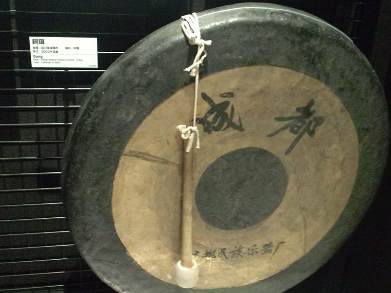 Plik:National Museum of Ethnology, Osaka - Gong - Chengu, Sichuan, China - Collected in 2003.jpg