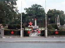 http://upload.wikimedia.org/wikipedia/commons/thumb/1/11/Nauener_Soldatenfriedhof.jpg/220px-Nauener_Soldatenfriedhof.jpg
