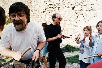 Brian Eno - Image: Nigel Osborne & Brian Eno at Mostar 1994 95