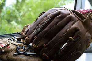 English: Nokona Baseball Glove