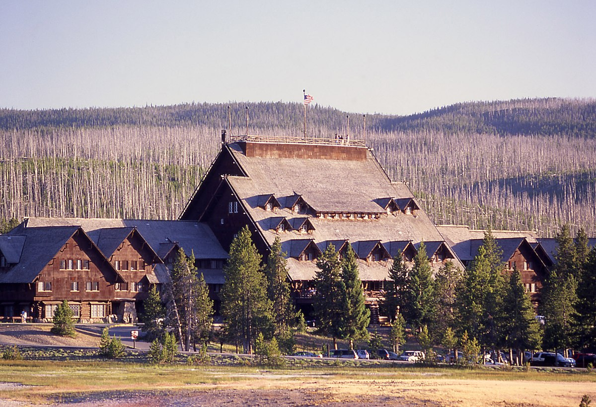 Old Faithful Inn Wikipedia: yellowstone log cabin hotel