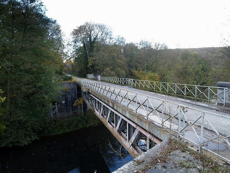 Old trainbridge over the Lesse