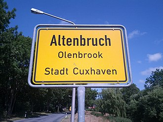 Low German - City limit sign in Lower Saxony: Cuxhaven-Altenbruch (German) Cuxhoben-Olenbrook (Low German)