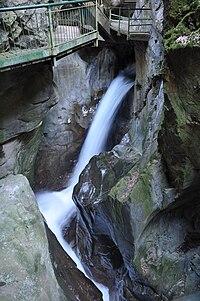 Passerella lungo la gola dell'Orrido di Bellano