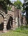 Overzicht van de kasteelruïne met op de voorgrond een gedeelte van de driedelige arcade - Asten - 20535924 - RCE.jpg