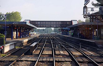 Oxford railway station - Oxford station from the south with platforms 4 (left) and 3 (right)