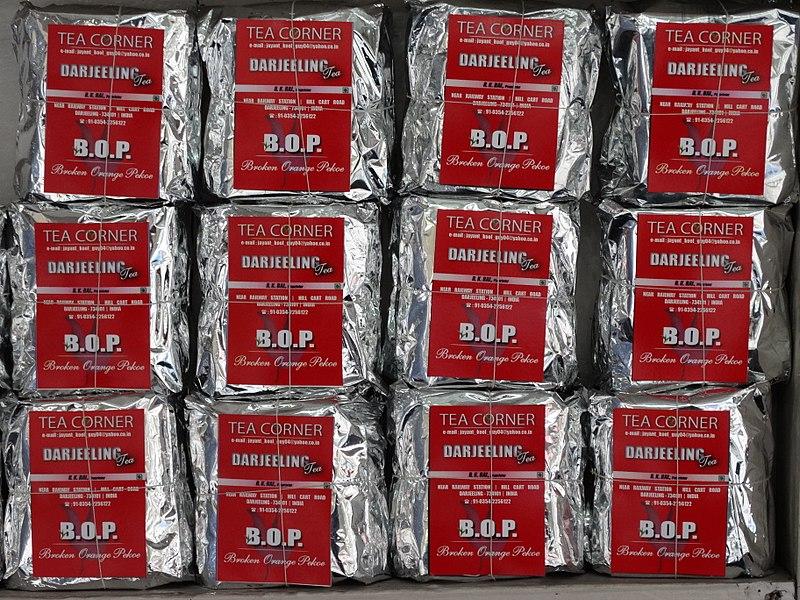 File:Packets of Darjeeling Tea in Shop - Darjeeling - West Bengal - India (12431857843).jpg