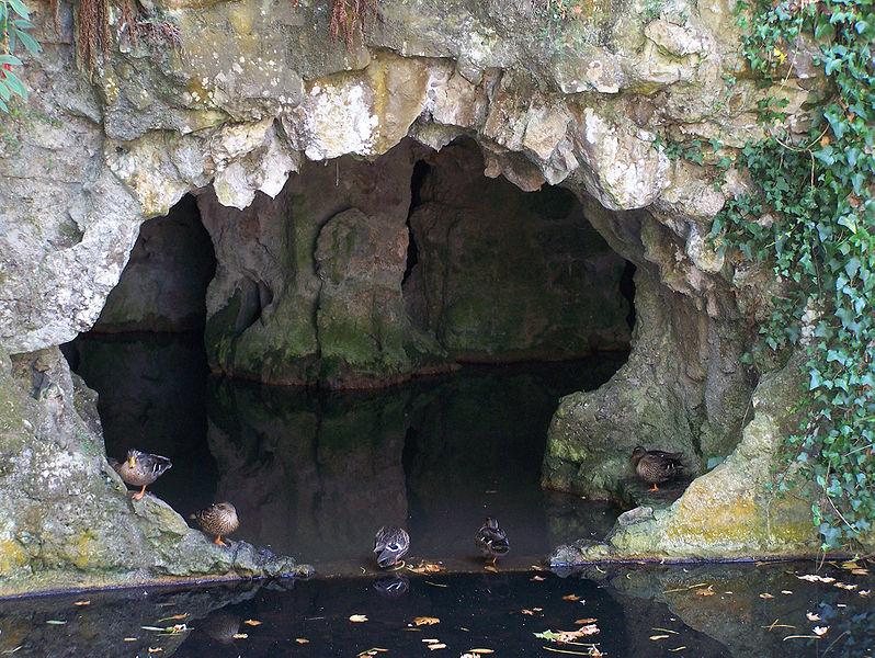 File:Palacio-da-Regaleira Gruta-do-Labirinto3 Sintra Set-07.jpg