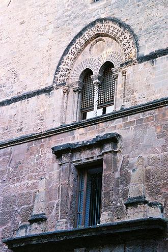 Palazzo Chiaramonte - A double mullioned window.