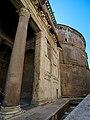 Pantheon a via della Rotonda.jpg