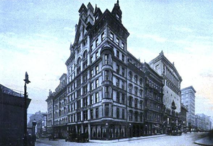 Omni Parker House - The Parker House in 1910, showing a later extension, with the earlier wings behind it on the left.