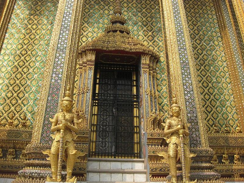File:Phra Borom Maha Ratchawang, Phra Nakhon, Bangkok, Thailand - panoramio (33).jpg