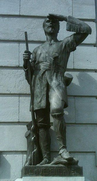 Pierre Gaultier de Varennes, sieur de La Vérendrye - Jean Bailleul's Pierre Gaultier de Varennes, sieur de La Vérendrye sculpture in front of Parliament Building (Quebec)