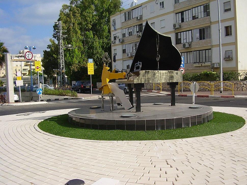 PikiWiki Israel 13476 Kiryat Motzkin pianist Square