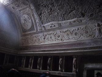 Pompeii forum baths tepidarium.jpg