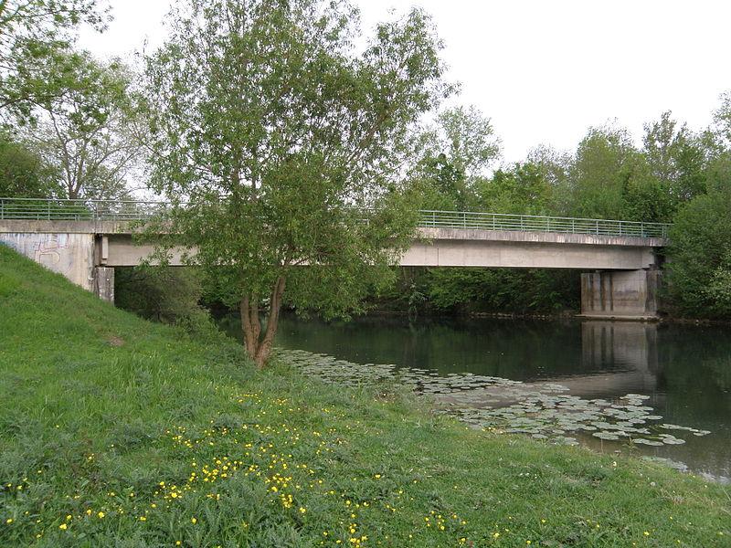 Pont sur la Seine. 51260 Marcilly-sur-Seine.