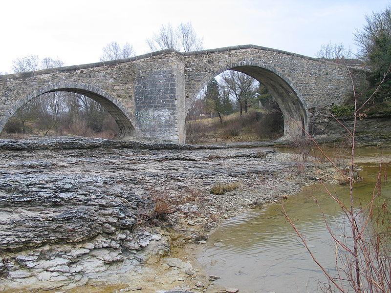 Pont sur Laye, Mane, Alpes-de-Haute-Provence, France. Pic 01.jpg