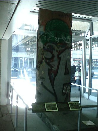 Western station (CTA Brown Line) - Image: Portion of the berlin wall in chicago