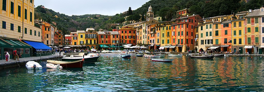 Panorama du port de Portofino sur la côte ligure près de Gênes - Photo de Stephanie Costa
