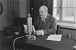 President Pehr Evind Svinhufvud giving a radio speech in honour of the 10th anniversary of the Finnish Broadcasting Company, 1936.jpg
