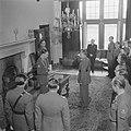 Prins Bernhard reikt het Grootkruis in de Orde van Oranje-Nassau met de Zwaarden, Bestanddeelnr 900-5503.jpg