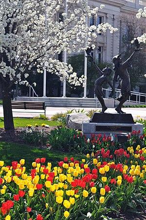 :Provo courthouse garden, Spring 2008