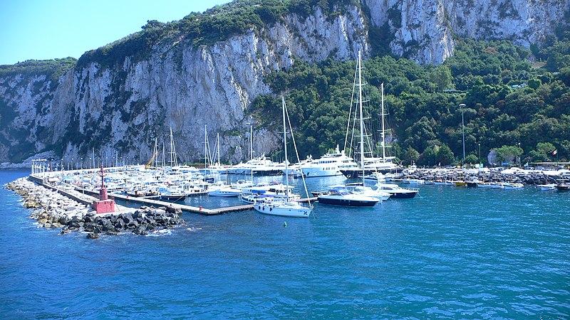 File:Puerto Capri - panoramio.jpg