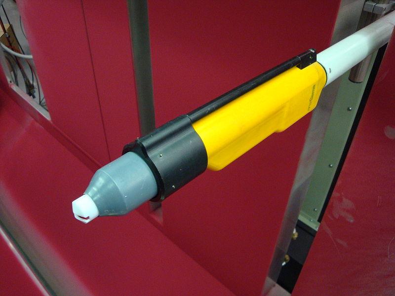 Datei:Pulversprühpistole mit Ableitring.JPG