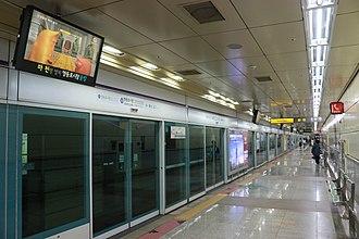 Yeongdeungpo Market station - Station platform